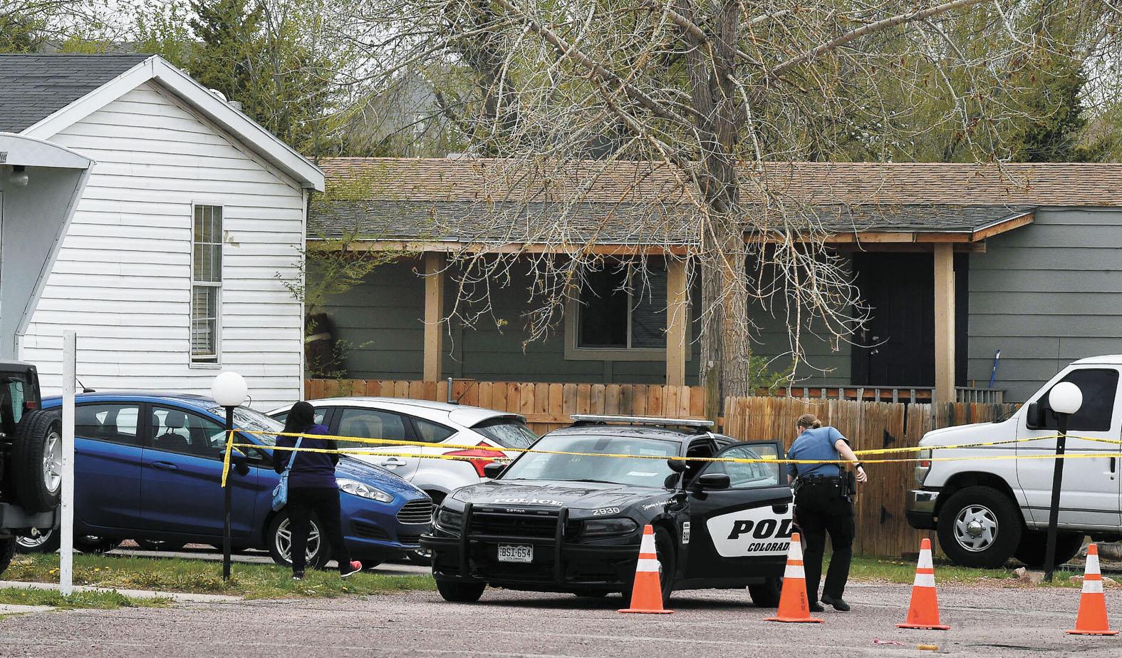 美國科州一個汽車屋營地母親節凌晨發生7人死亡的大型槍殺案。圖為警方封鎖現場調查。美聯社