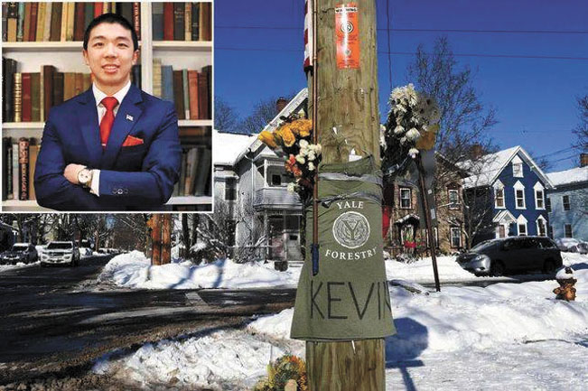 圖為命案發生地,有人曾插鮮花紀念江凱文。網上圖片