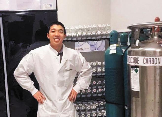 圖為受害者江凱文生前在實驗室中留下的影像。網上圖片