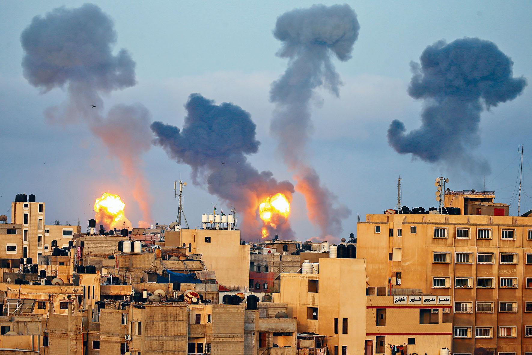 以色列11日空襲加沙地帶,烽煙四起。 路透社