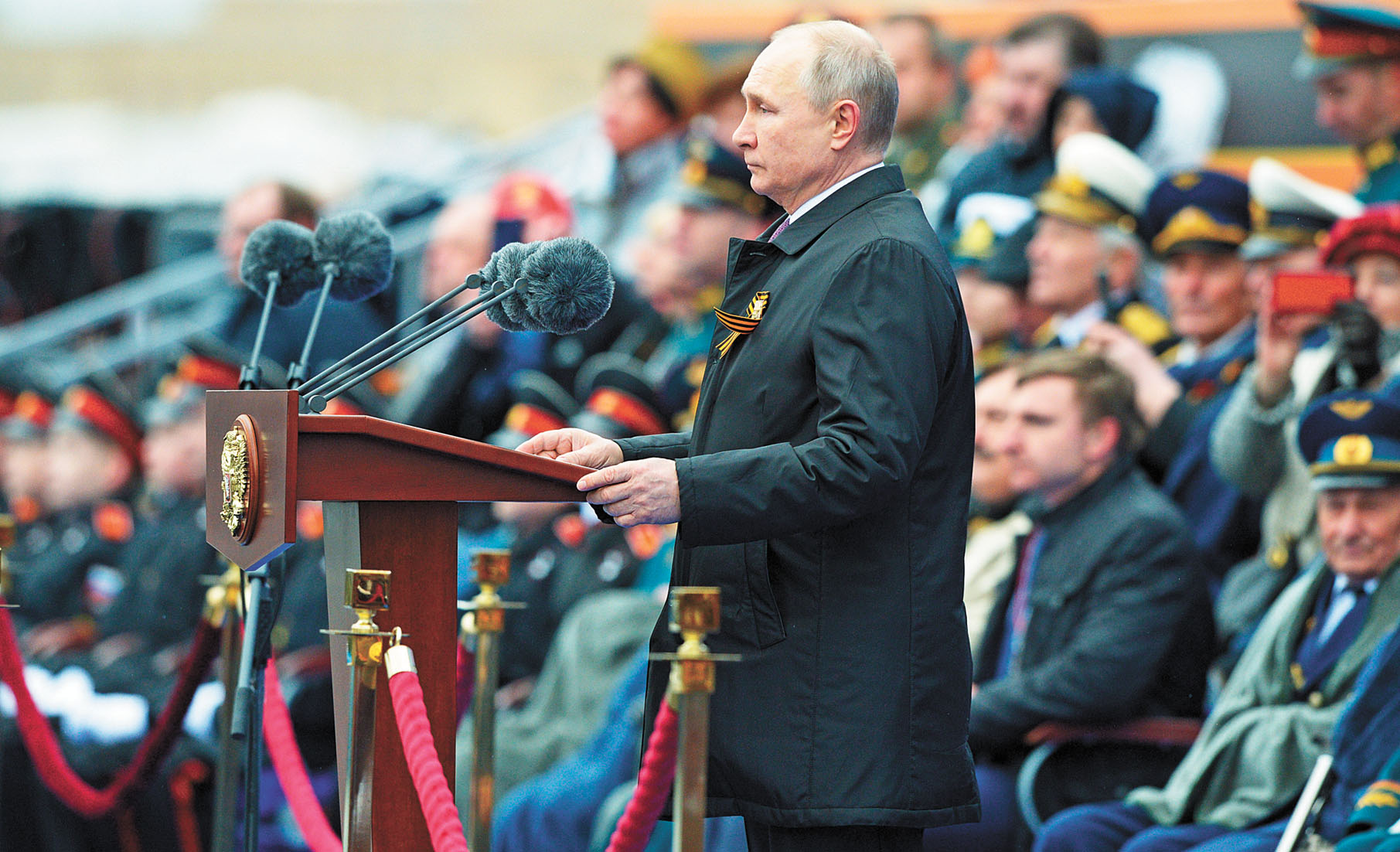 普京在閱兵儀式上發表講話。美聯社