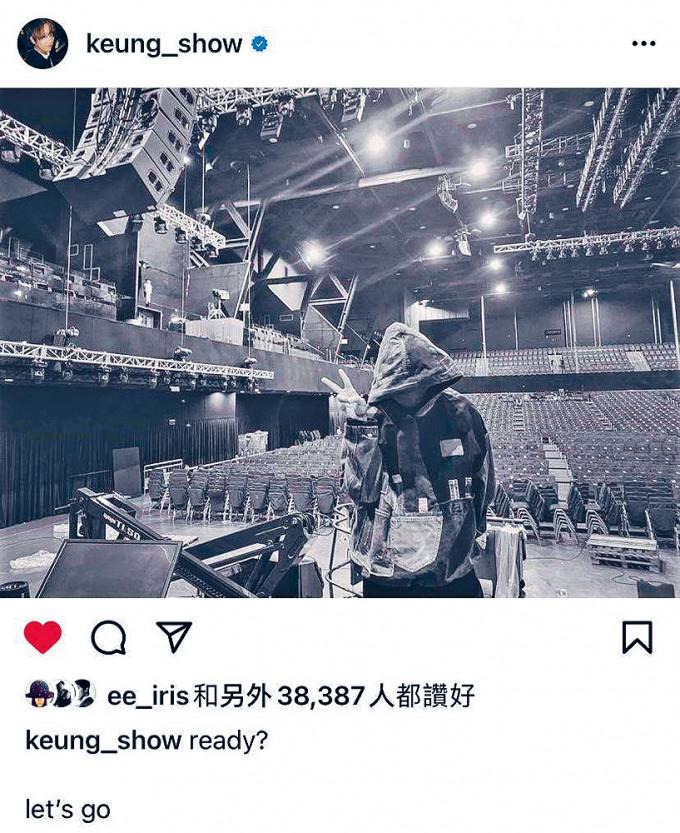 姜濤分享他的黑白照。