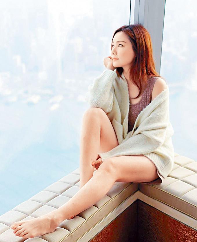 靚湯大晒在酒店拍攝的美腿照,被懷疑由馬明操刀拍攝。