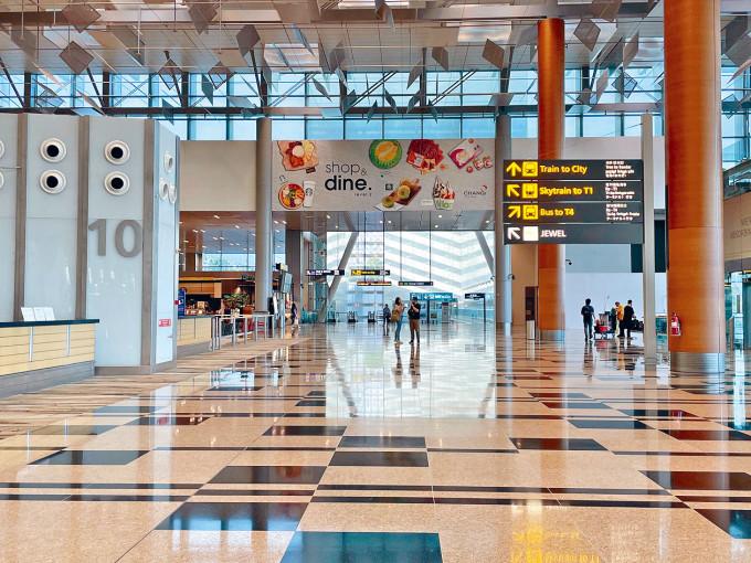 新加坡疫情持續升溫,近日新增累計十人確診的樟宜機場三號客運大樓群組。