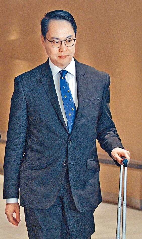 大律師郭憬憲為十八歲男學生吳銘揚的代表律師。