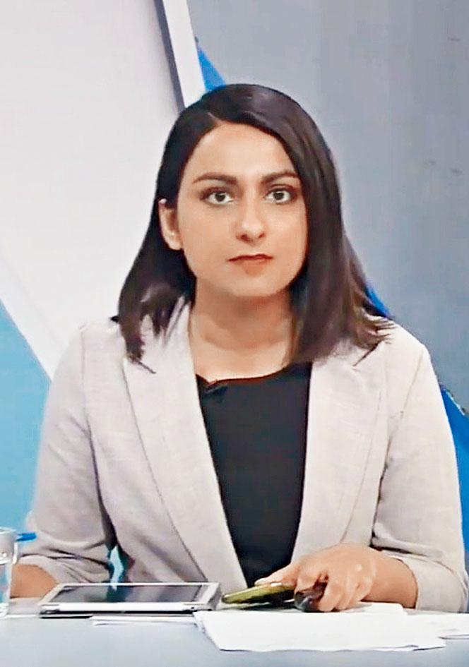 利君雅先後在多家傳媒機構擔任記者。