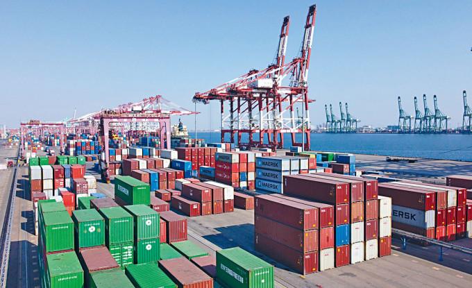 中國4月進出口總值4849.9億美元,按年急增37%。