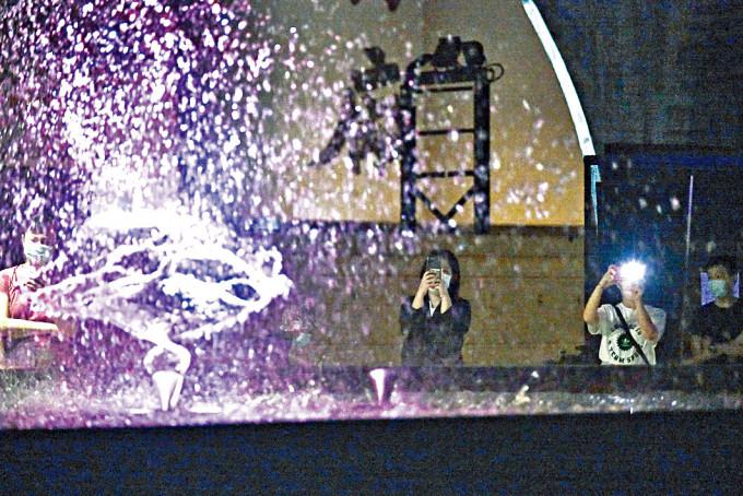 觀塘海濱音樂噴泉「嘔泡」停用一周後重開。