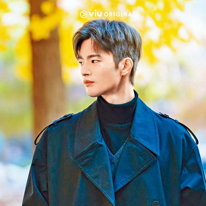徐仁國在新劇中大晒男神靚樣,誰知他多年前是個肥仔!