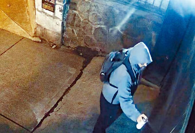 在中國領館塗鴉男子被加警通緝。