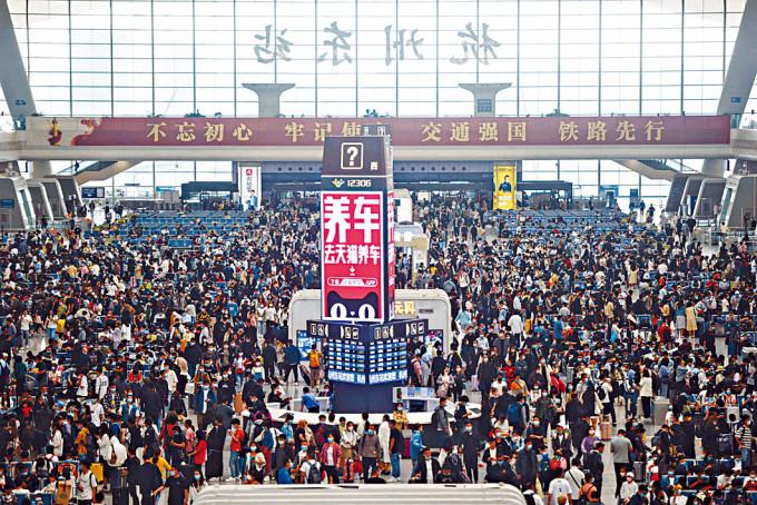 杭州火車車站候車大堂。