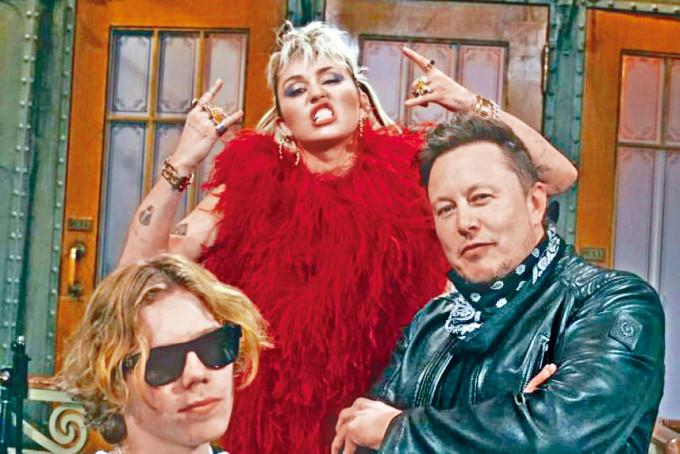 馬斯克周六主持的《SNL》,有Miley任表演嘉賓。