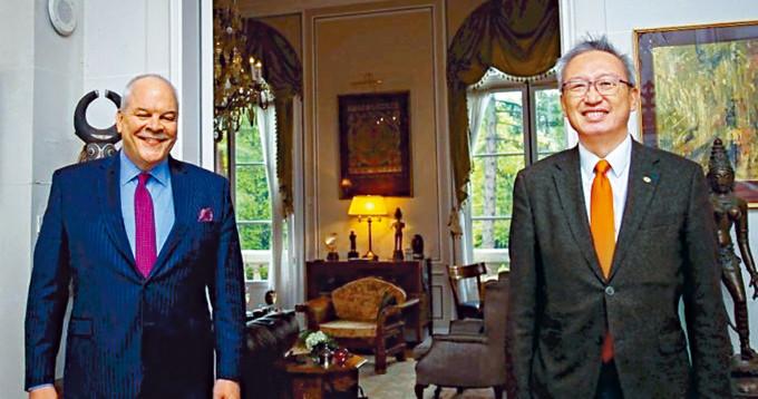 美國駐法代辦阿格勒(左)和台駐法代表吳志中午餐。