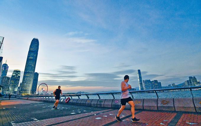 本港經濟呈現復甦,優於市場預期。