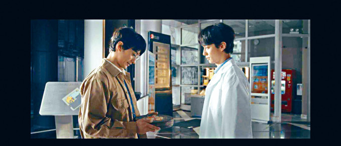 劉俊謙在電影資料館20周年紀念短片中,一人分飾兩角。