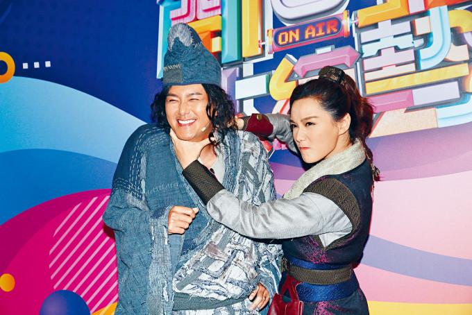 靚湯與蕭正楠為新劇上《開心大綜藝》做宣傳。