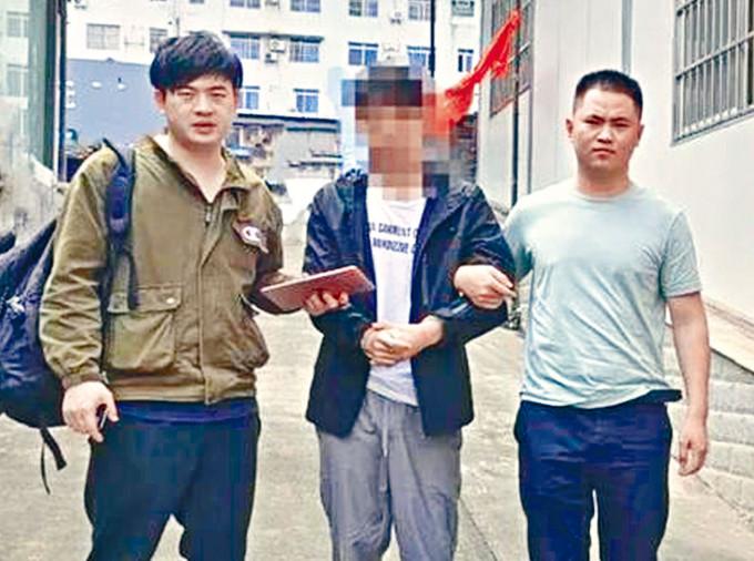 涉案疑犯(中)在南寧被捕。