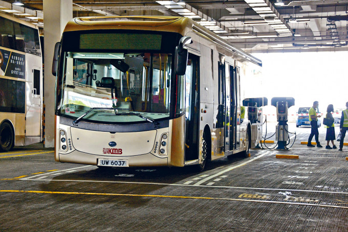 九巴決定未來時間將邁向電巴時代,逐步將旗下車隊全部四千架巴士轉為電動巴士。