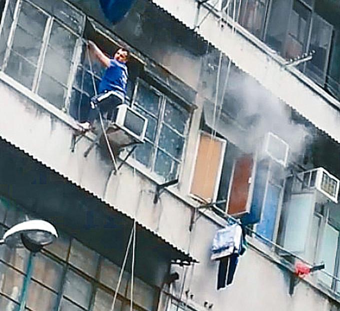 南亞漢危坐鄰戶冷氣機頂呼救。