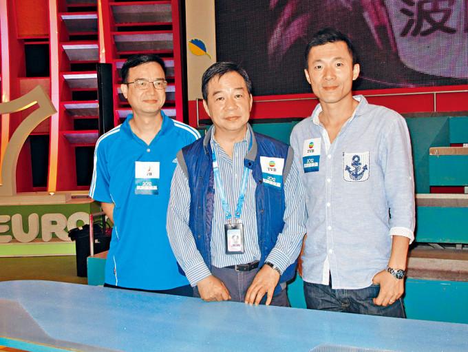 無綫電視前體育科節目監製及製作主任李漢源(中),曾參與九屆奧運直播。
