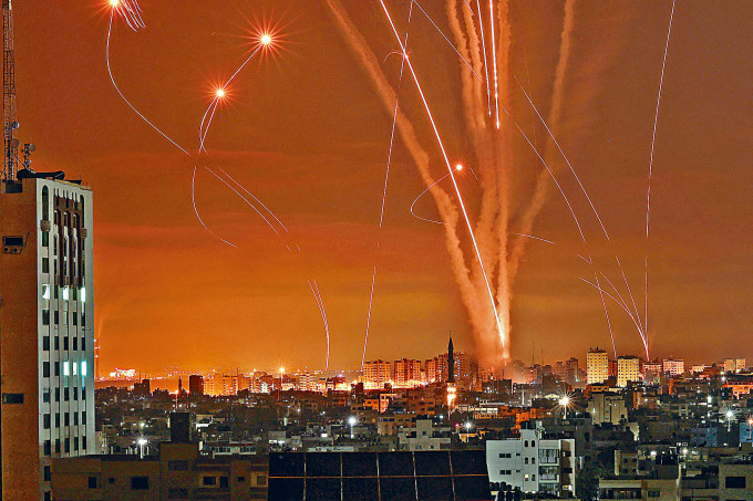 巴勒斯坦武裝分子周五在加沙北部向以色列發射連串火箭。