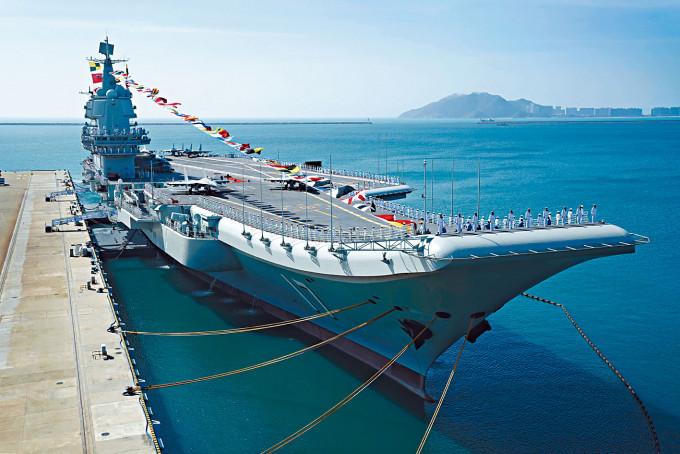 山東艦赴南海演練。