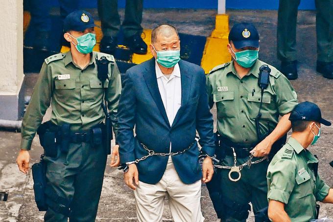 黎智英因涉及多宗控罪,目前身在獄中。