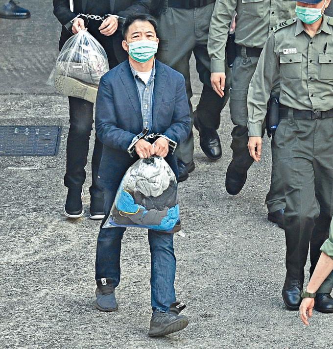 胡志偉獲准短暫保釋外出參與父親喪禮。