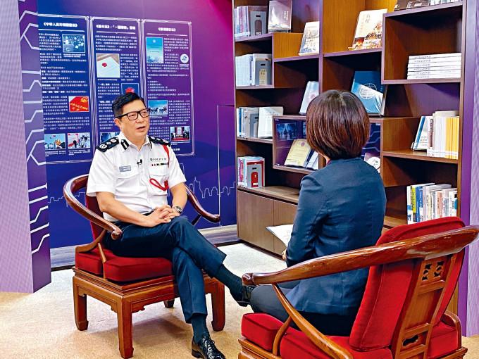 警務處處長鄧炳強接受專訪,指狂徒寄粉末信意圖挑戰特區治安。