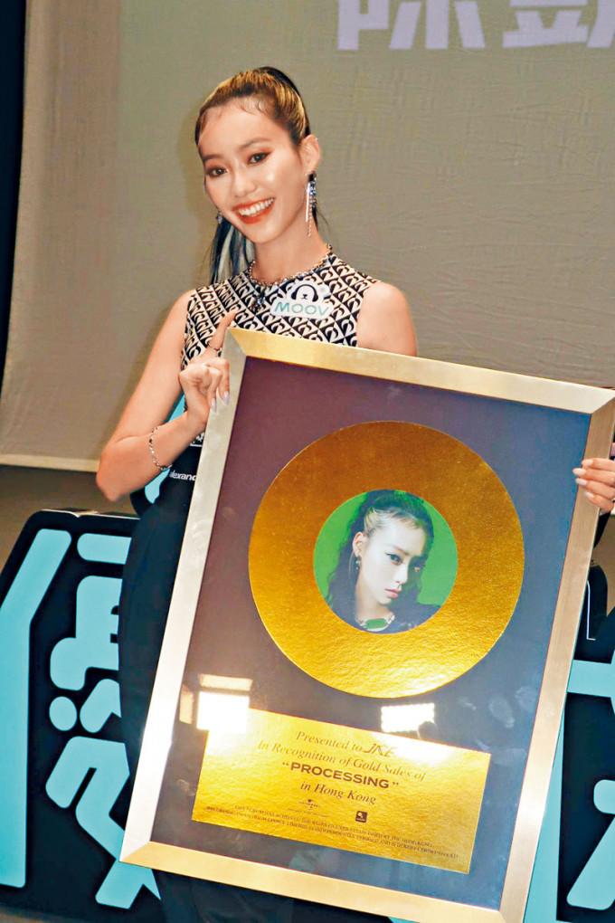 陳凱詠新碟一出即有金唱片的銷量。