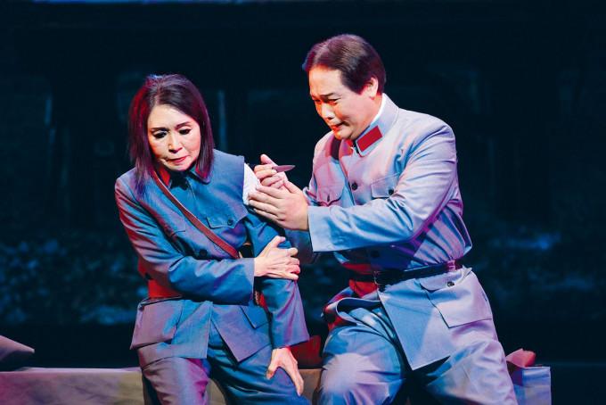 李居明宣布新光戲院將推出三齣大戲,包括多番重演的《毛澤東》。