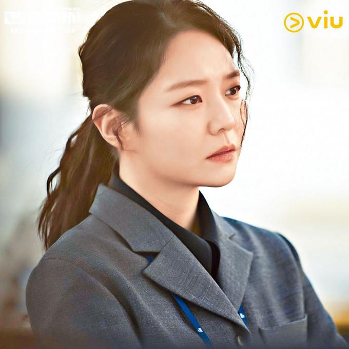 李絮在《模範的士》扮演熱血檢察官,表現亮眼。