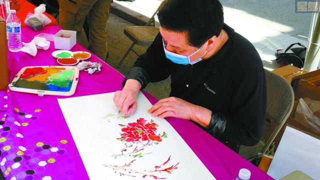 圖2:5月9日活動花絮:黃本健先生——手指作畫 獨具一格。