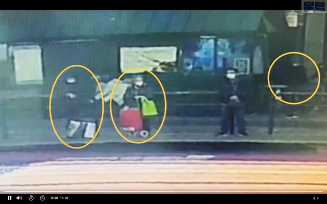 ABC電視取得的案發經過監控。圖中畫圈的從左至右分別為63歲受害人、伍婆婆和正在接近受害人的嫌犯。ABC電視畫面