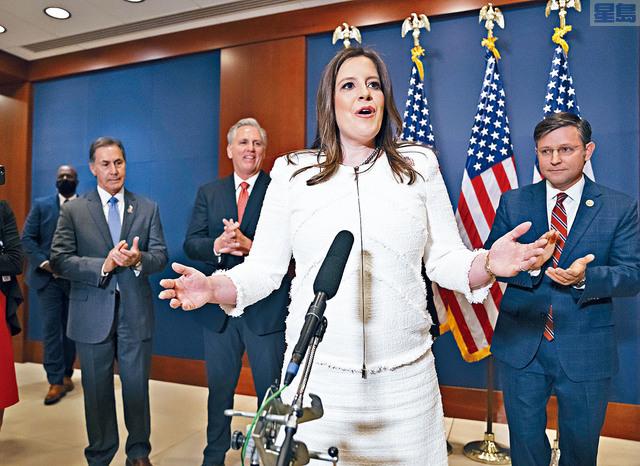 紐約州女議員斯蒂法尼克正式當選成為眾院共和黨會議主席,她也是國會共和黨人中職位最高、最年輕的女議員。    美聯社