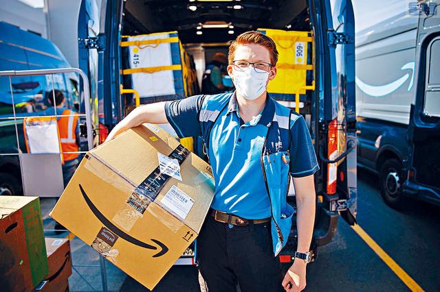 ■疫情期間,網購平台亞馬遜不斷擴大規模,13日宣布再增聘7.5萬人,新人時薪上升至17元,希望可盡快填補職缺,應付客流高峰。    NYLN圖片