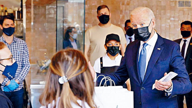 ■拜登5日早上訪問位於首都華盛頓的Las Gemelas餐館,並購買炸玉米餅和辣醬玉米餅餡以示支持。路透社