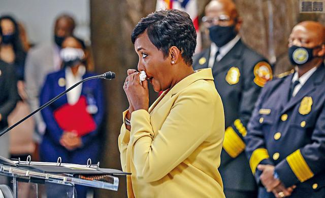 ■亞特蘭大市治安急劇惡化,備受猛烈批評的市長博頓斯宣布,不會於今年底競逐連任。     美聯社