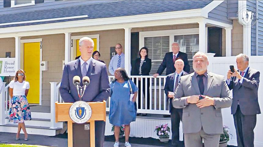 麻州州長查理貝克17日宣布動用28.15億美元聯邦直接援助計劃。麻州州政府官網圖