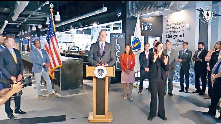 州長查理貝克16日在Springfield市宣布為麻州小企業提供額外3000萬美元的支持。麻州州政府官網