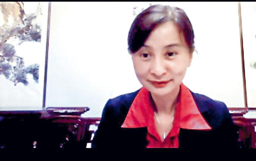 簽證組組長龔颯當晚詳細的說明如何使用「中國領事APP」的各項要點與功能。