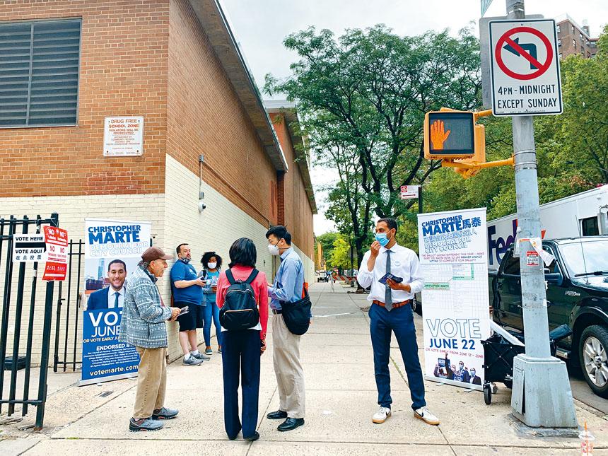 第一選區市議員候選人馬泰和劉林劍虹在選站外「狹路相逢」。