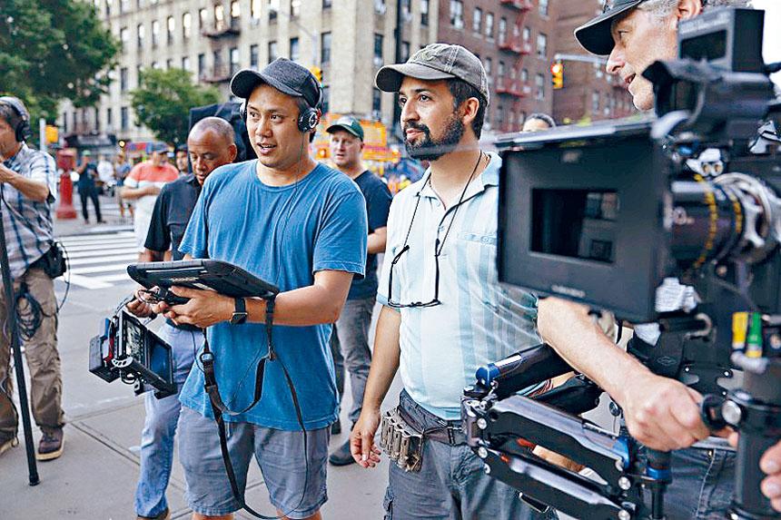 導演朱浩偉及編劇Lin-Manuel Miranda共同指導演員拍攝現場。