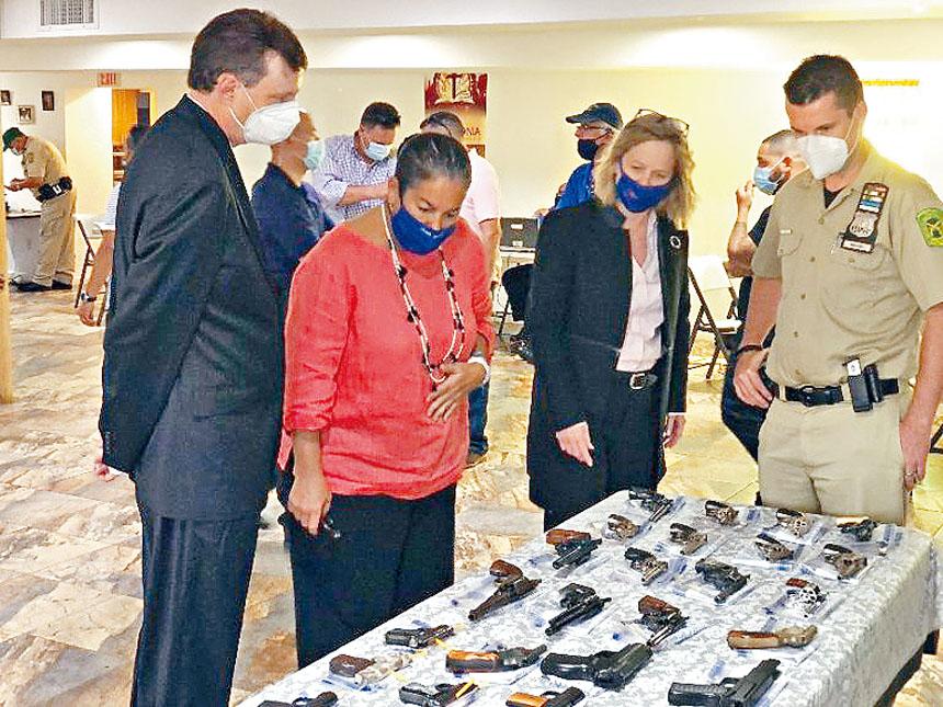 后區地方檢察官6月12日舉辦槍支回購活動,地點選擇在一名10歲男童中槍身亡的皇后區春田花園一家天主教堂。