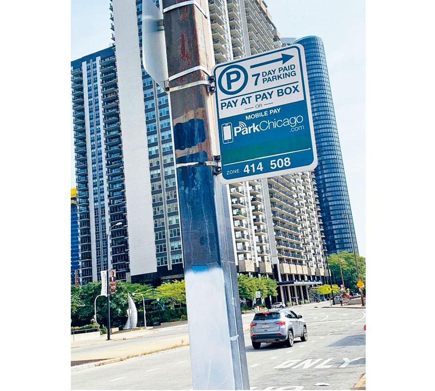 市中心路旁停車計時器每小時收費$6.25,對駕駛人是一項大開支。 梁敏育攝