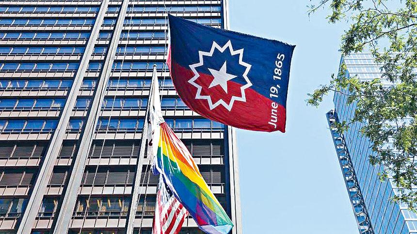 芝加哥市中心的戴利廣場的高空,已經懸掛上「六月節」的旗幟。