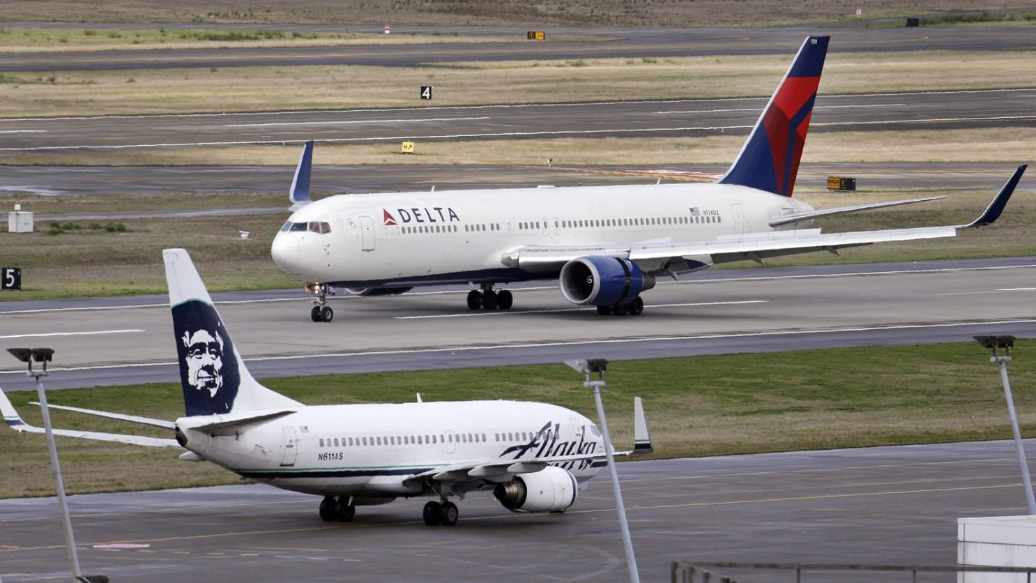 達美航空一架從洛杉磯起飛的班機因為一名男子突然失控而被迫改航降落。美聯社