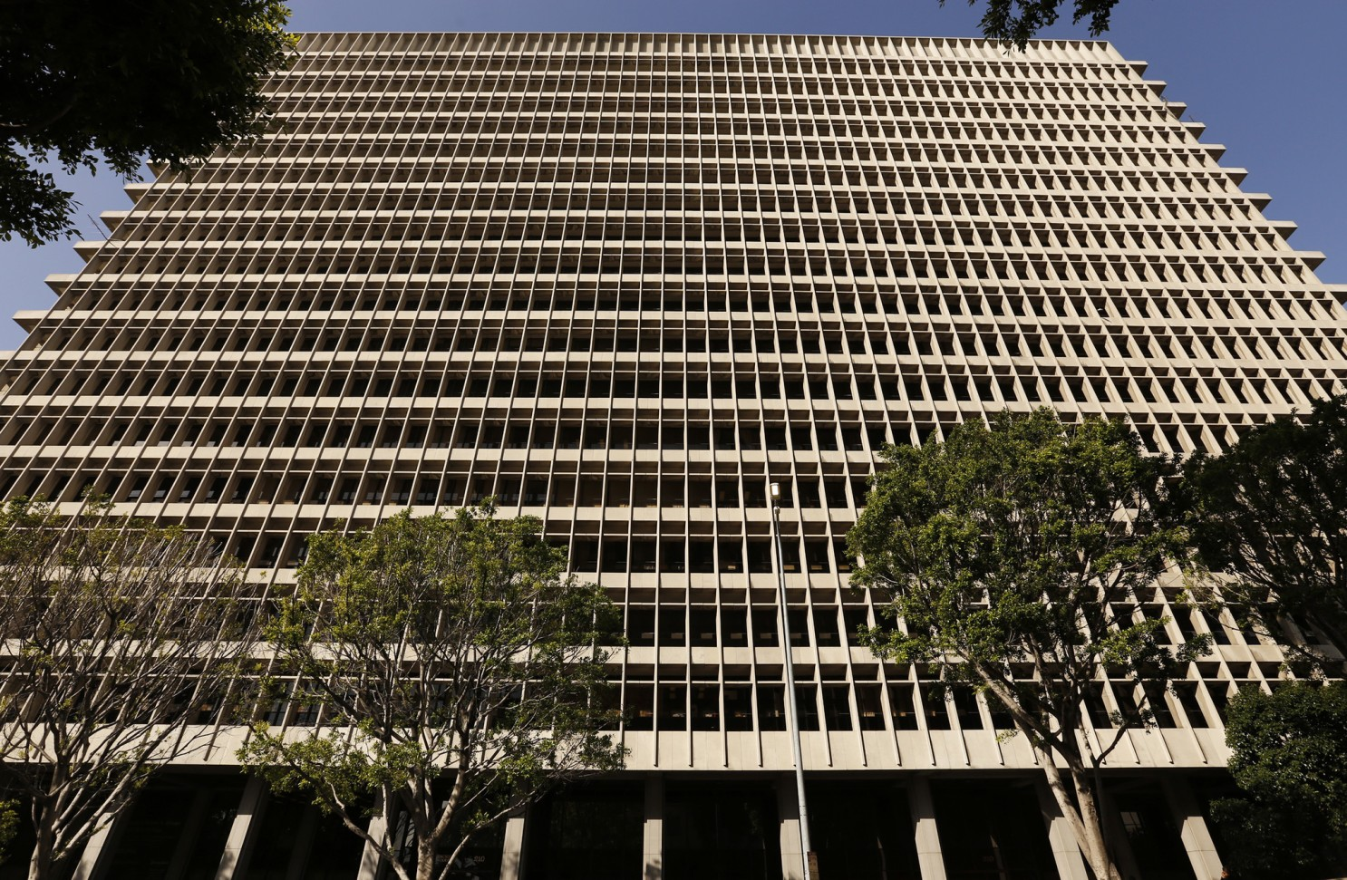 洛縣法院法官延長部分庭審期限,以配合相關新冠防疫規定。洛杉磯時報