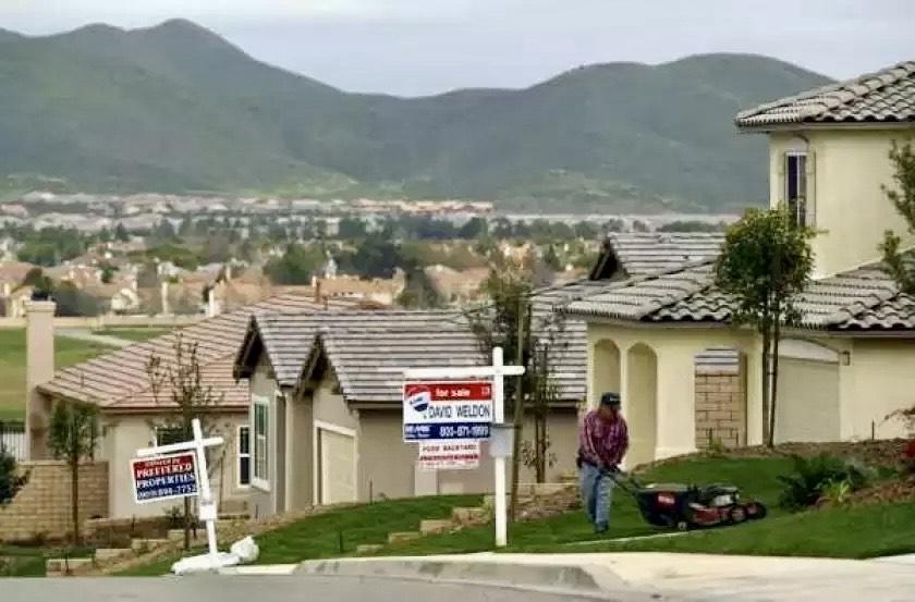 加州州長紐森簽署了多項「延期」行政命令。洛杉磯時報