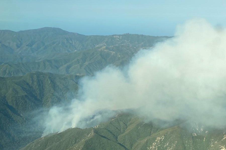 加州中部海岸向東延燒,佛教禪宗寺院和露營地緊急撤離。洛斯帕德里斯國家森林